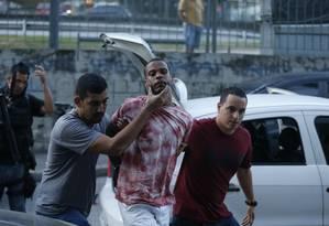 O traficante Adailton Conceição Soares, braço direito de Rogerio 157, foi preso em Nova Iguaçu Foto: Domingos Peixoto / Domingos Peixoto