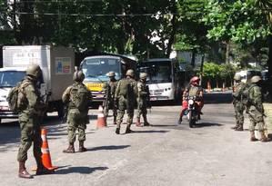 Militares em operação na Rocinha Foto: Fabiano Rocha / Agência O Globo
