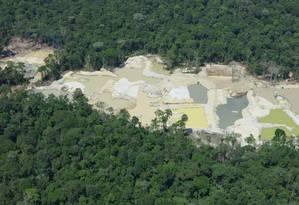 Área desmatada para um garimpo de ouro numa unidade de conservação no Amapá Foto: Erico Emed Kauano