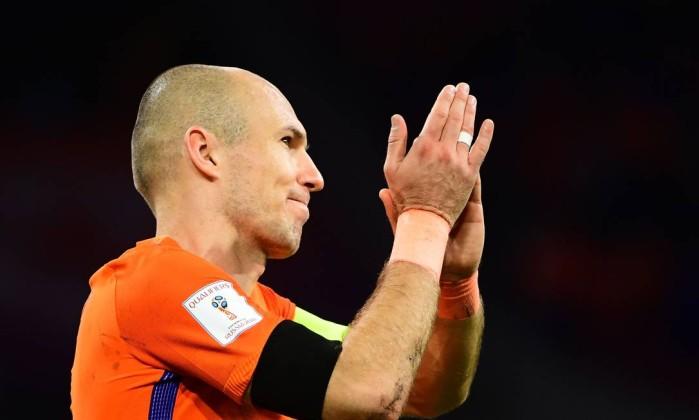 Holanda vence a Suécia, mas fica fora da Copa