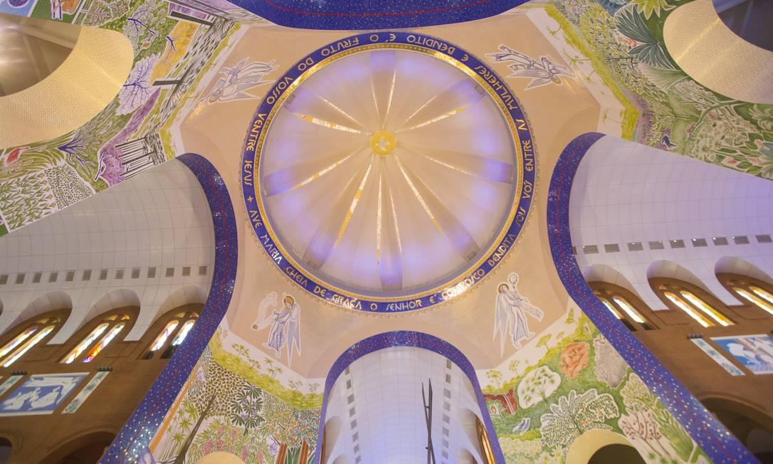 A nova cúpula da Basílica de Nossa Senhora Aparecida, inaugurada no aniversário de 300 anos de descobrimento da imagem da santa Foto: Edilson Dantas / Agência O Globo