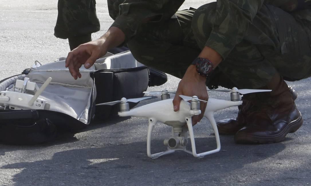 A exemplo da ação que ocorreu no dia anterior, as tropas realizam, nesta quarta-feira, uma ação de apoio à Polícia Militar, conforme informou o Comando Militar do Leste (CML) Fábio Guimarães / Agência O Globo