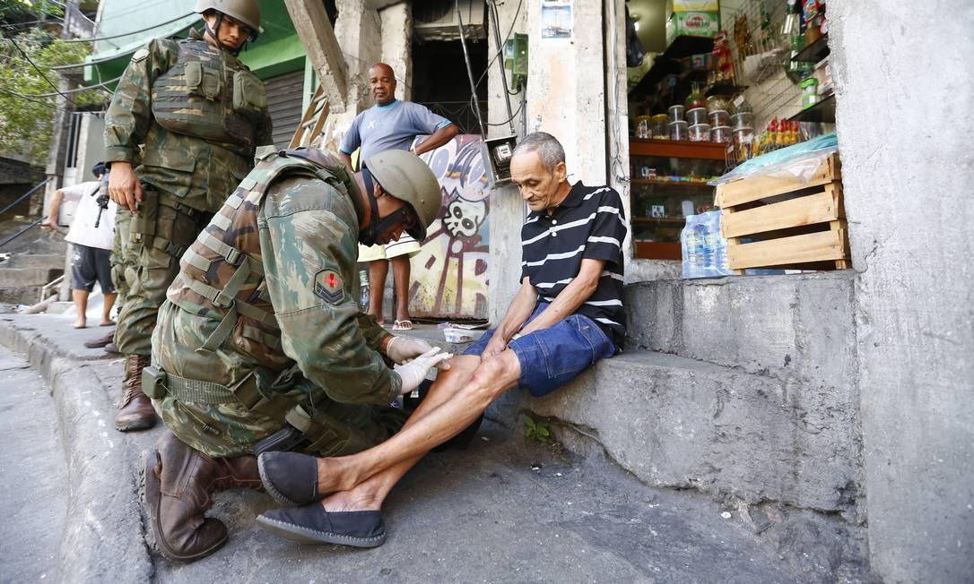 Assim como nesta terça, as Forças Armadas fazem uma ação de varredura em localidades como Vila Verde Pablo Jacob / Agência O Globo