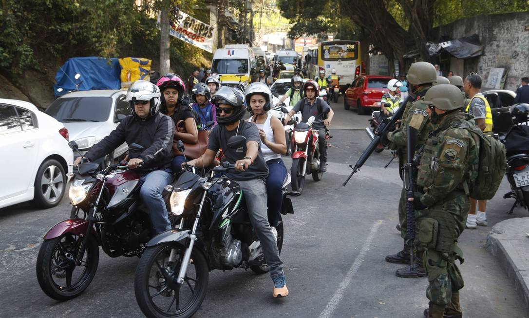 A operação conjunta das Forças Armadas com a Polícia Militar continuará por tempo indeterminado Fábio Guimarães / Agência O Globo
