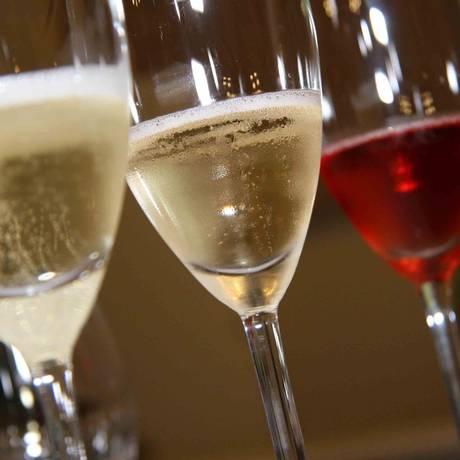 Brut ou brut rosé, o Brasil está com tudo no mundo dos espumantes, e as cartas de vinhos cariocas não deixam mentir Foto: Arquivo / Divulgação / Ibravin