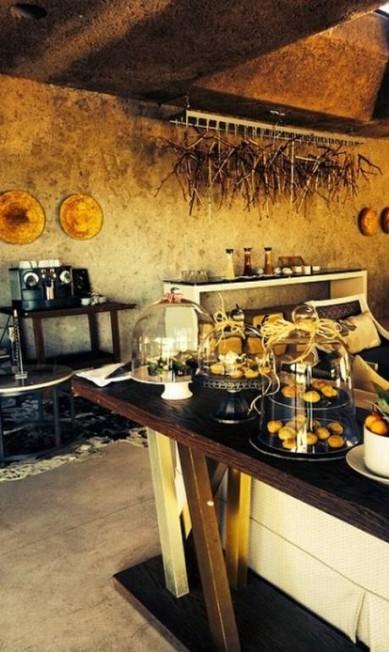 O café da manhã do Earth Lodge conta com Eggs benedict, queijos temperados (os produzidos pela queijaria Indezi River Cheese são deliciosos), salames de animais exóticos, frutas docinhas, iogurtes e até espumante Divulgação