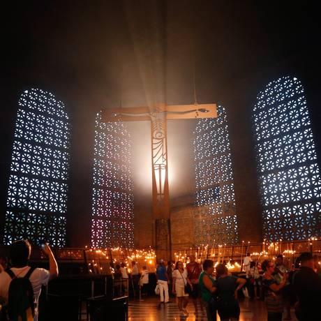 Romeiros chegam à Basílica de Aparecida, no interior paulista, para rezar e homenagear a santa nos três dias de festas do jubileu Foto: Marcos Alves