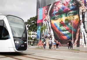 VLT passa pela Região Portuária do Rio Foto: Brenno Carvalho / Agência O Globo