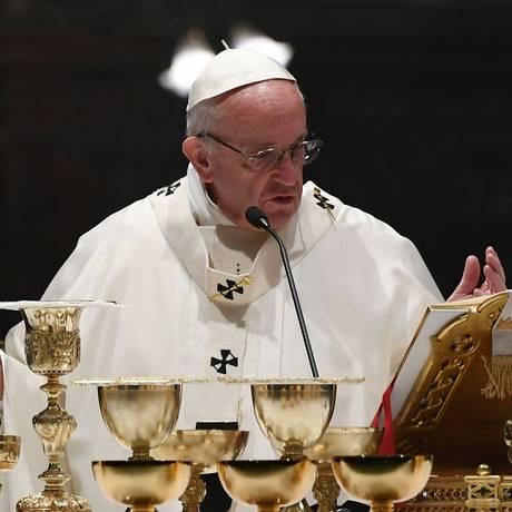 Francisco celebra missa em homenagem aos cem anos da Congregação das Igrejas Orientais na manhã desta quinta-feira em Roma: preocupação com desemprego no Brasil Foto: AFP/VINCENZO PINTO