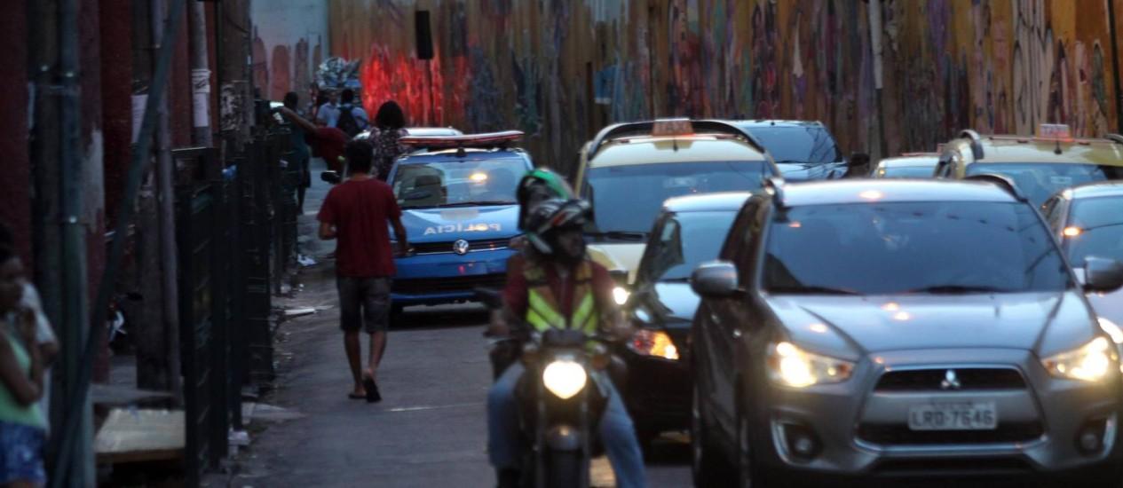 Tiroteio na Cruzada São Sebatião, no Leblon, assustou moradores da região Foto: Paulo Nicolella / Agência O Globo