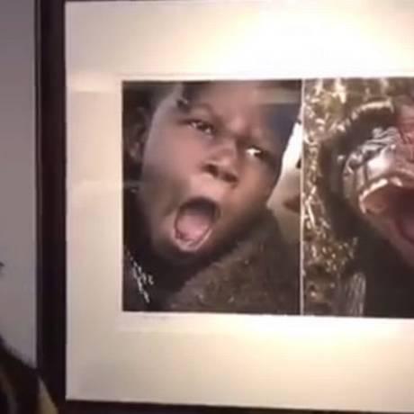Foto de garoto negro é exposta ao lado da imagem de um chimpanzé Foto: Reprodução/YouTube