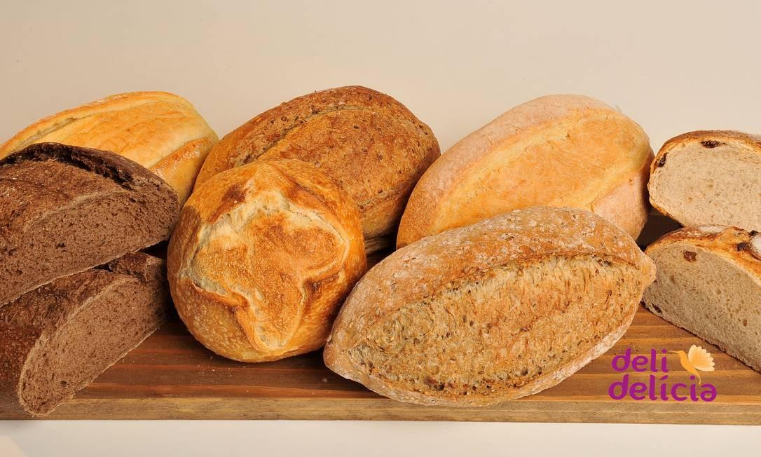 Os pães da Deli Delícia são produzidos artesanalmente e assados na pedra. Entre as opções da casa, destaque para o pão australiano (R$ 29,90 o quilo), o pão rústico italiano (R$ 35,90 o quilo) e o pão rústico grano (R$ 35,90 o quilo). Rua São Clemente 114, Botafogo — 2537-6915. Diariamente, das 7h às 22h Foto: Divulgação/Stan Studio