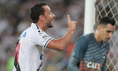 Nenê comemora o gol da vitória do Vasco Foto: Marcelo Theobald