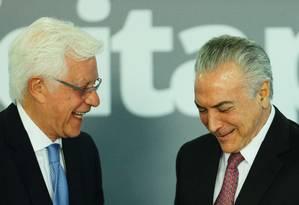 O ministro Moreira Franco, da Secretaria-Geral, e o presidente Michel Temer Foto: Jorge William / Agência O Globo