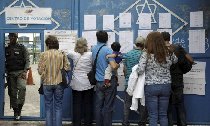 Governo Maduro anuncia ter ganho eleição e oposição fala em fraude
