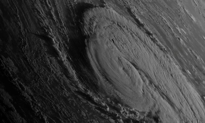 Vídeo: Arrisca a vida para filmar o furacão Ophelia