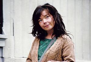 Björk no longa 'Dançando no escuro' (2000) Foto: Reprodução