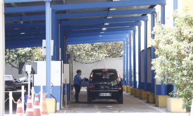 Em função da greve de terceirizados, posto do Detran do Largo do Machado funciona de forma precária Foto: Pablo Jacob / Agência O Globo