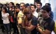 Apoiadores da oposição venezuelana lamentam derrota em eleições regionais Foto: JUAN BARRETO / AFP