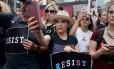 A atriz Alyssa Milano durante protesto em Nova York, em julho deste ano