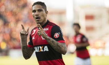 Guerrero tem contrato com o Fla até agosto de 2018 Foto: Guito Moreto / Agência O Globo