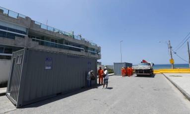Contêiner para início das obras na Praia da Macumba Foto: Pablo Jacob / Agência O Globo