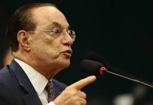 O depuatdo Paulo Maluf (PP-SP) discursa na Comissão de Constituição e Justiça Foto: Jorge William / Jorge William/Agência O Globo