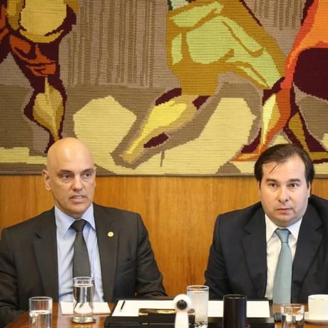 O ministro do STF, Alexandre de Moraes, se reúne com o presidente Câmara dos Deputados, Rodrigo Maia Foto: Ailton de Freitas / Agência O Globo