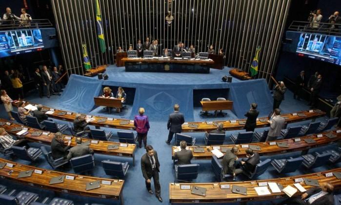 Resultado de imagem para Senado derruba medidas cautelares contra Aécio Neves.