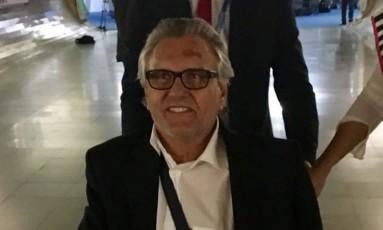 O senador Ronaldo Caiado (DEM-GO) foi votar de cadeira de rodas Foto: Cristiane Jungblut