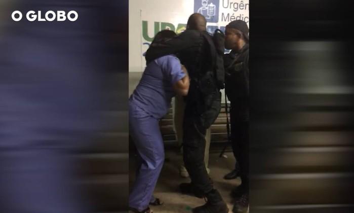 Médica acusa PMs de levar mortos para atendimento