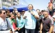 Andres Velasquez, da MUD, protesta com apoiadores em Ciudad Bolivar Foto: William Urdaneta / REUTERS