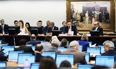 Após 10h de sessão, CCJ finaliza primeiro dia de discussão sobre denúncia contra Temer Foto: Jorge William / Agência O Globo