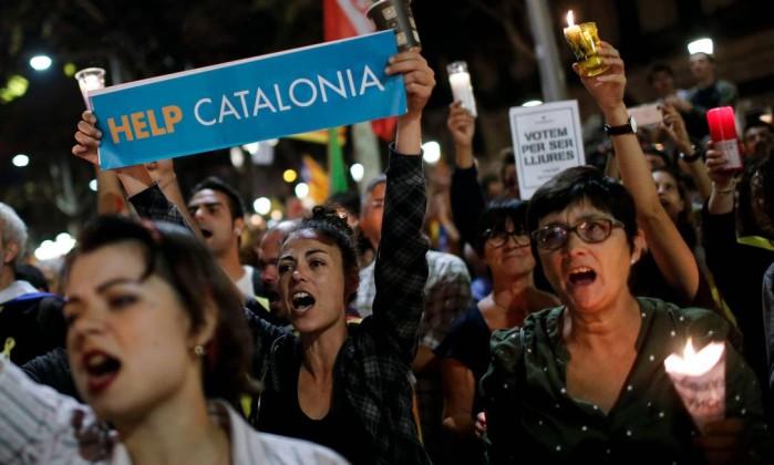 Governo espanhol quer convocar eleições na Catalunha em janeiro