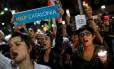 Manifestantes em Barcelona contra a prisão de dois líderes separatistas da Catalunha Foto: PAU BARRENA / AFP