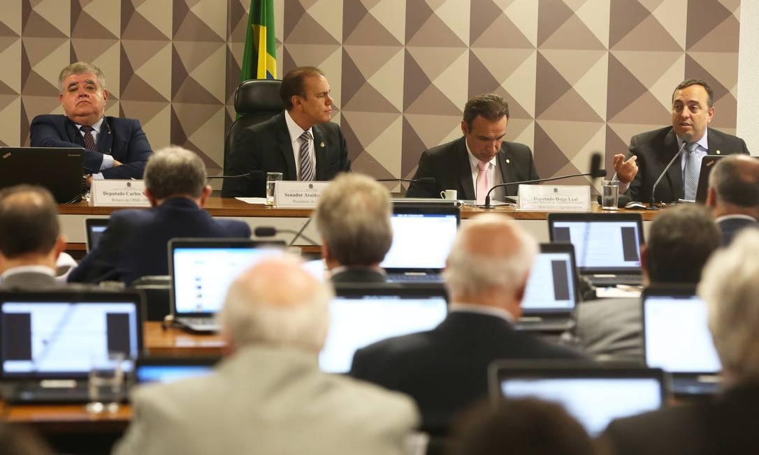 CPI faz sessão secreta para ouvir diretor-jurídico da JBS