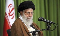 O líder supremo do Irã, aiatolá Ali Khamenei, discursa em um encontro em Teerã Foto: AP