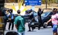 Índios entram em confronto com a Polícia Legislativa da Câmara Foto: Jorge William / Agência O Globo