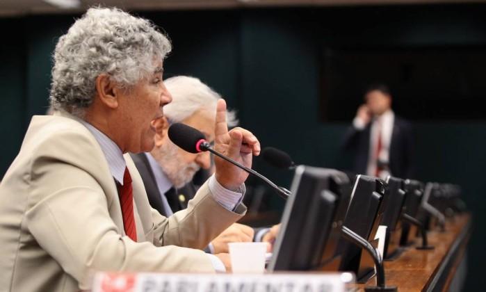 Michel Temer exonera ministros para negociar votação no plenário