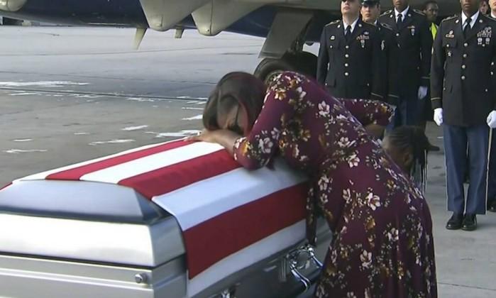 Em nova polêmica, Trump 'maltrata' viúva de soldado morto
