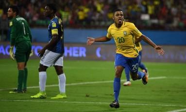 Brenner comemora um de seus dois gols na vitória sobre Honduras Foto: Divulgação/Fifa