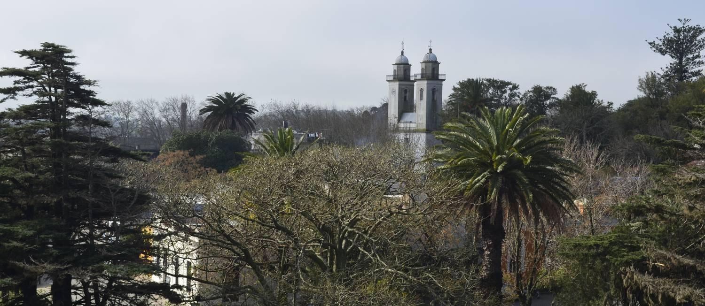 A vista para a Basílica del Santísimo Sacramento, vista do primeiro patamar do Farol, em Colonia del Sacramento, no Uruguai Foto: Cristina Massari / Agência O Globo