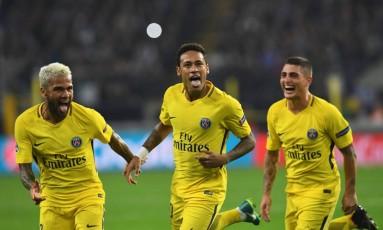 Neymar comemora o gol marcado na vitória do PSG sobre o Anderlecht Foto: EMMANUEL DUNAND / AFP