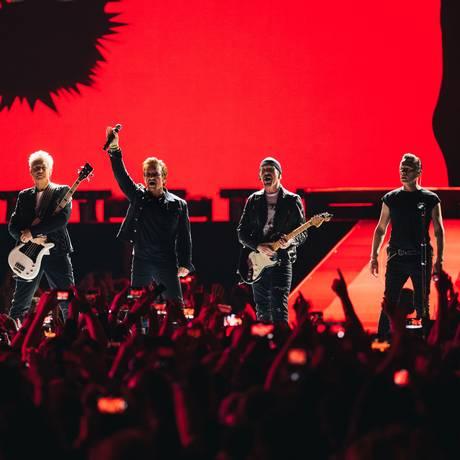 O grupo U2 em show em Vancouver, na turnê de 30 anos do disco 'The Joshua Tree' Foto: Danny North / Divulgação