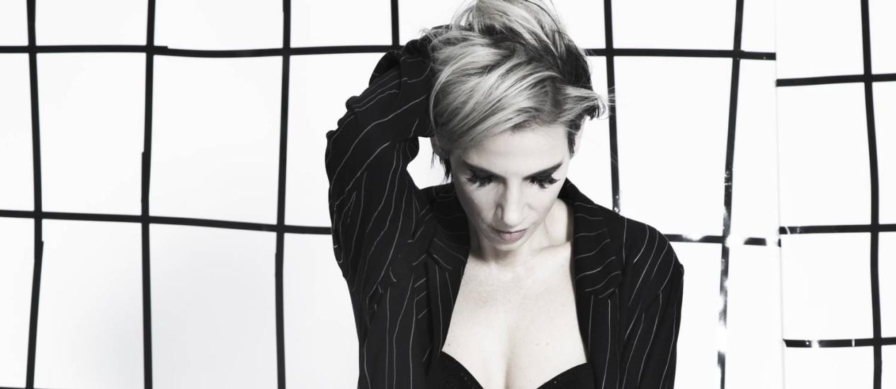 A cantora Nina Becker lança o disco 'Acrílico' Foto: André Passos / Divulgação