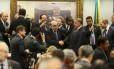 Deputados favoráveis ao relatório do deputado Bonifácio de Andrada (PSDB-MG) comemoram a vitória na CCJ Foto: Jorge William/Agência O Globo