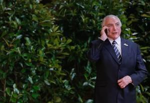 Michel Temer fala ao telefone Foto: Beto Barata / Divulgação 07/07/201