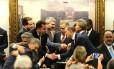 Deputados comemoram vítória de Temer na Comissão de Constituição e Justiça Foto: Jorge William / Agência O Globo