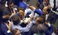 Traders na Bolsa de Nova York durante a 'Segunda-Feira Negra' Foto: Peter Morgan / AP