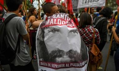 Em Buenos Aires, manifestantes protestam por informações sobre Santiago Maldonado Foto: EITAN ABRAMOVICH / AFP